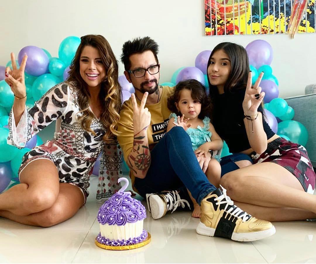 Kerly Ruiz e Irrael Goméz comparten con sus hijas