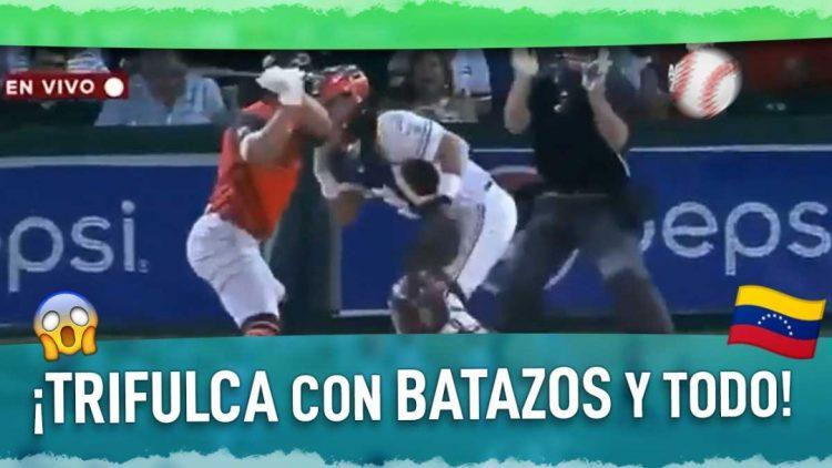 beisbolista le cae a batazos al catcher del equipo rival