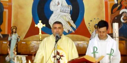 iglesia venezolana realiza misas con papeles